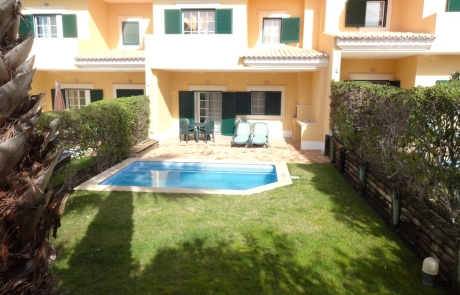 Townhouse south facing, Monte da Quinta, Algarve; pool view